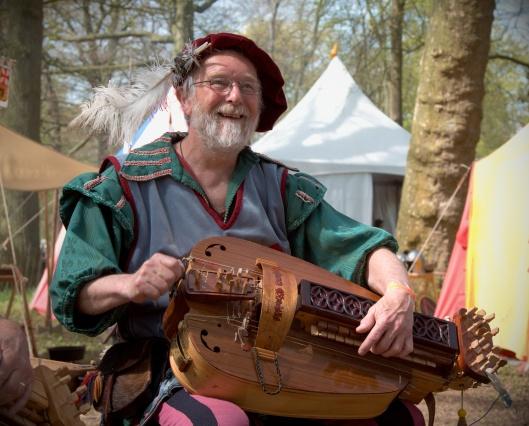 Elf_Fantasy_Fair_2010_hurdy_gurdy